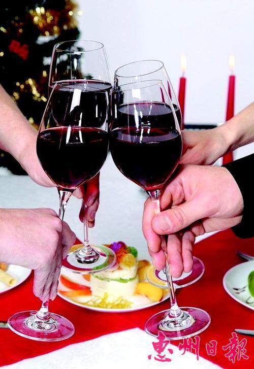 葡萄酒误区 葡萄酒的十大误区 你中了几条?