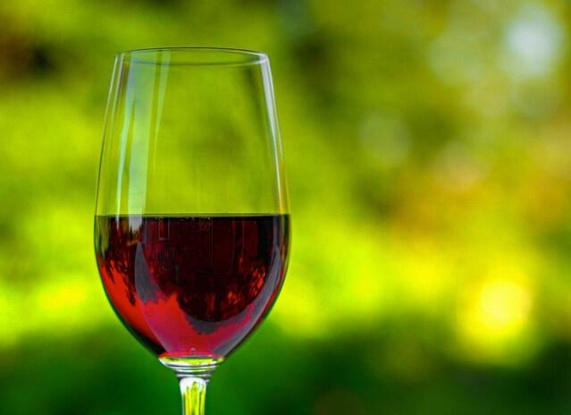 """葡萄酒误区五、认为葡萄酒越放越好同样是受""""酒是老的香""""的"""
