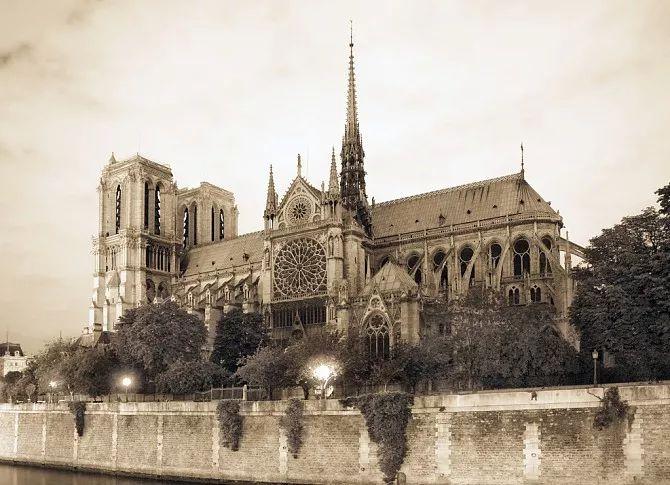 巴黎圣母院大火后要修复!木桐拉图等酒庄都慷慨解囊......